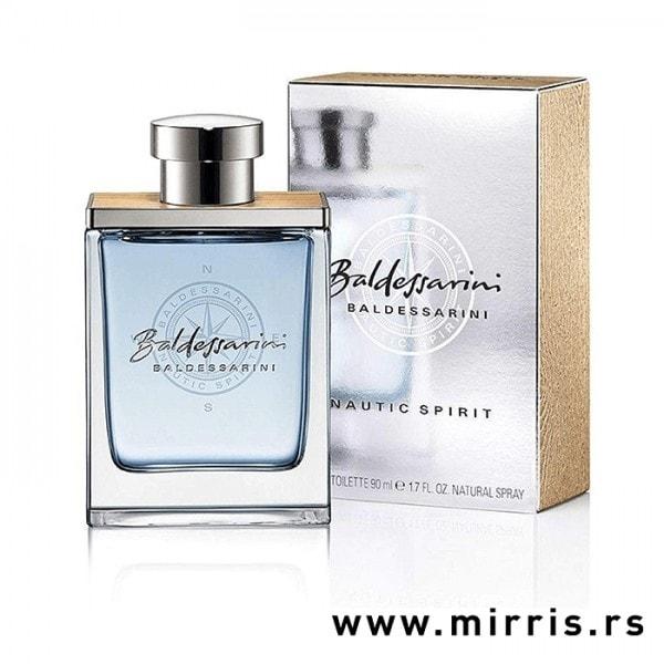 Svetlo plava boca parfema Baldessarini Nautic Spirit pored originalne sive kutije