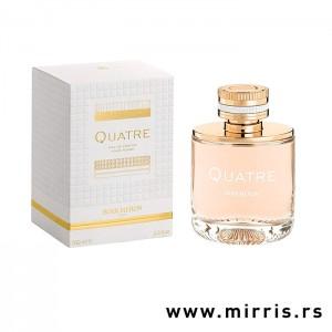 Bela kutija i roze bočica parfema Boucheron Quatre