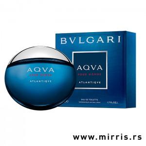 Plava bočica mirisa Bvlgari Aqva Pour Homme Atlantiqve pored plave kutije