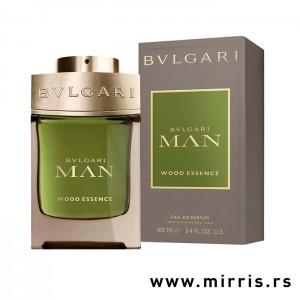 Sivo zelena bočica mirisa Bvlgari Man Wood Essence pored originalne kutije