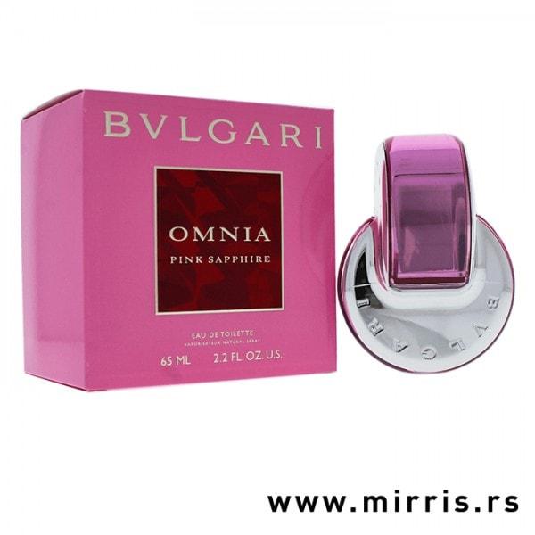 Boca mirisa Bvlgari Omnia Pink Sapphire pored ljubičaste kutije