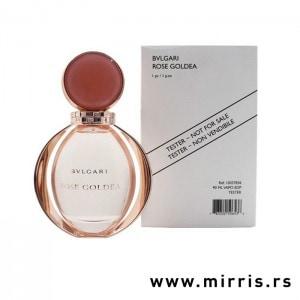 Roze boca testera Bvlgari Rose Goldea pored bele kutije