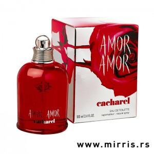 Crvena flašica parfema Cacharel Amor Amor pored originalne kutije