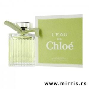 Zelena boca parfema Chloe L'eau De Chloe pored zelene kutije