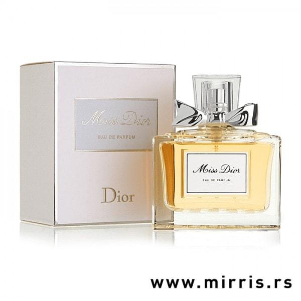 Boca parfema Christian Dior Miss Dior pored kutije bele boje
