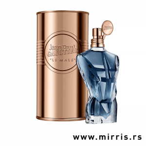 Plava boca parfema Jean Paul Gaultier Le Male Essence de Parfum pored originalnog pakovanja