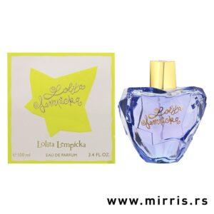 Plava boca parfema Lolita Lempicka u obliku jabuke pored svetlo zelene kutije