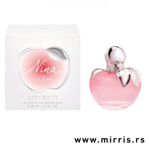 Roze boca parfema Nina Ricci L'eau u obliku jabuke pored originalne kutije