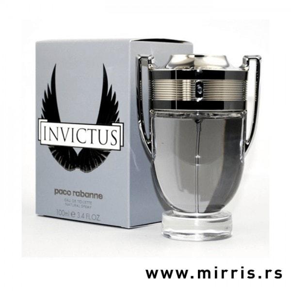 Siva kutija i boca parfema Paco Rabanne Invictus u obliku pehara