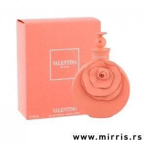 Roze bočica parfema Valentino Valentina Blush pored originalne kutije