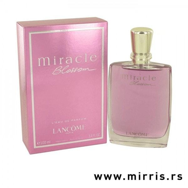 Boca parfema Lancome Miracle Blossom pored ljubičaste kutije