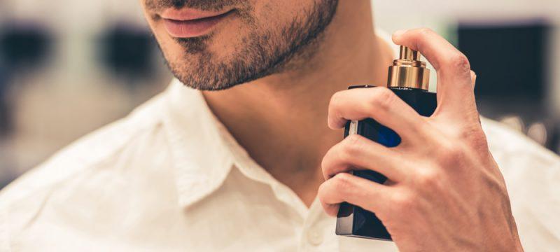 Muškarac s parfemom